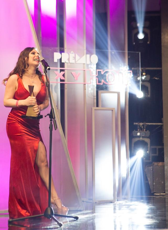 Emme White recebe prêmio Sexy Hot de melhor cena de sexo oral (Foto: Ricardo Cardoso)