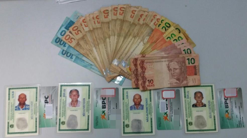 Material foi apreendido com o trio (Foto: Polícia Civil/Divulgação)