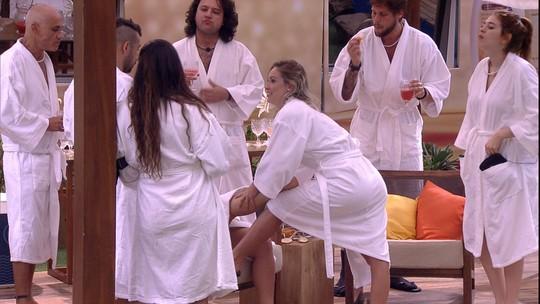 Patrícia elogia massagem de Jéssica: 'É por isso que Lucas gostava'