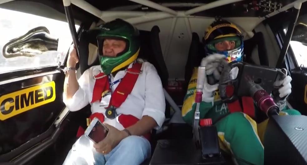 Galvão Bueno e filho Cacá Bueno durante a volta em Londrina (Foto: Reprodução SporTV)