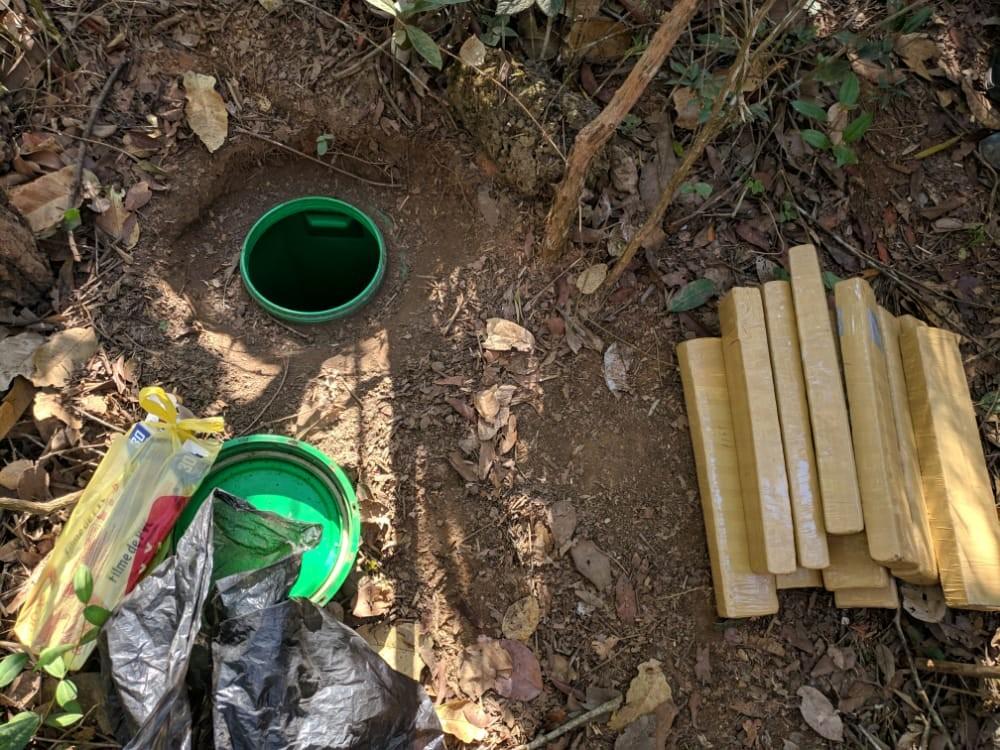 Homem é preso com 16 kg de maconha enterrados na zona rural de Carmo do Cajuru