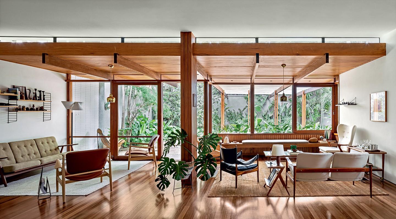 A partir de fotos, arquiteto requalifica casa dos anos 1950 assinada por um dos primeiros modernistas do Brasil