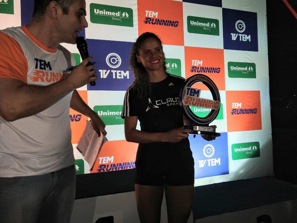 Jéssica Cristina de Souza, de Barra Bonita, foi a campeã nos 5 km do TEM Running 2018 Bauru (Foto: Sérgio Pais)