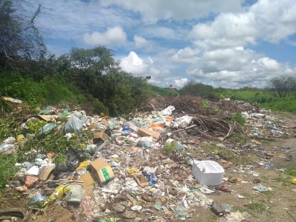 Lixão polui manancial em Riachuelo, RN  (Foto: Alex Pereira de Melo )