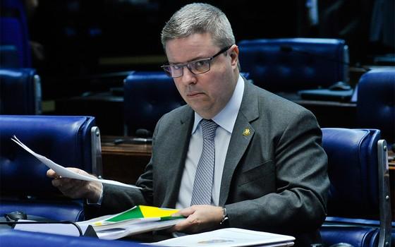 À bancada, senador Antonio Anastasia (PSDB-MG) (Foto: Geraldo Magela/Agência Senado)