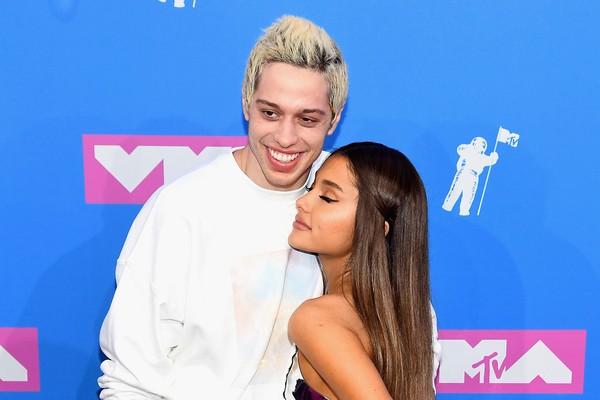 Ariana Grande com o namorado, o comediante Pete Davidson  (Foto: Getty Images)