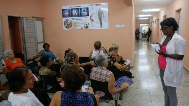 A exportação de serviços de saúde é a principal fonte de renda internacional de Cuba e vai ser abalada pela saída do Mais Médicos (Foto: Reuters)