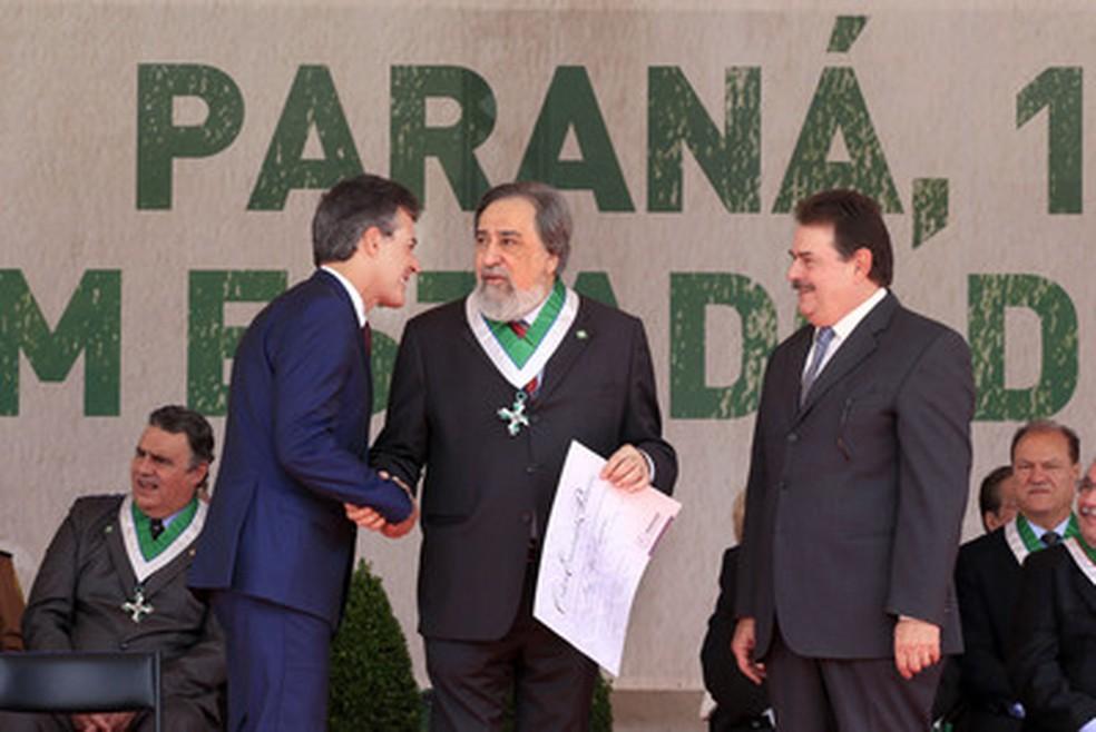 Fábio Campana foi condecorado pelo governo do Paraná, em 2014 — Foto: Arnaldo Alves/AEN