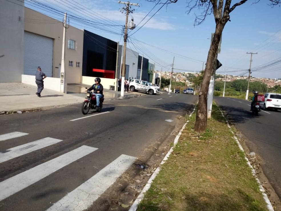 PM de folga disparou contra homem que tentou esfaquear dono de oficina em Marília após discussão (SP) — Foto: Claudio Farneres/TV TEM