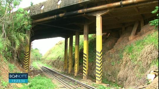 Moradores do Alto Cascavel estão preocupados com situação de viaduto