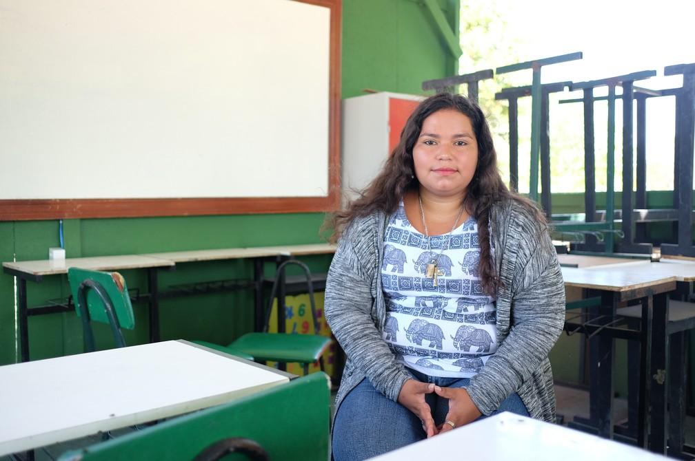 Professora universária, Lisbeth Canelón dá aulas de espanhol no Centro de Acolhimento da Fraternidade Sem Fronteiras: 'Estou aqui porque quero retomar minha vida' (Foto: Inaê Brandão/G1 RR)