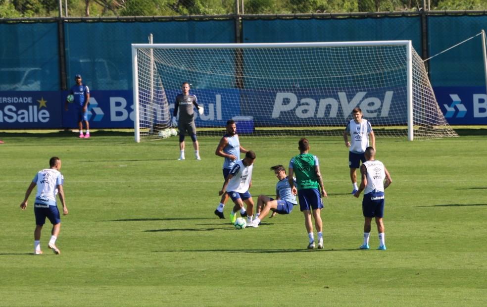 Pedro Geromel participa de treino do Grêmio — Foto: Tomás Hammes/GloboEsporte.com
