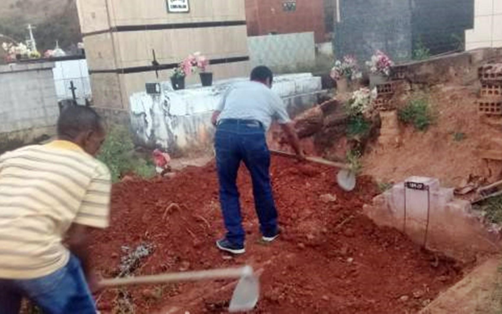 Prefeitura é condenada a indenizar família que teve que abrir cova para sepultar parente por falta de coveiro em MG