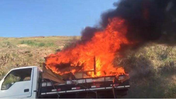 Caminhão pega fogo em rodovia de Campinas e alça de acesso fica interditada por 25 minutos - Notícias - Plantão Diário