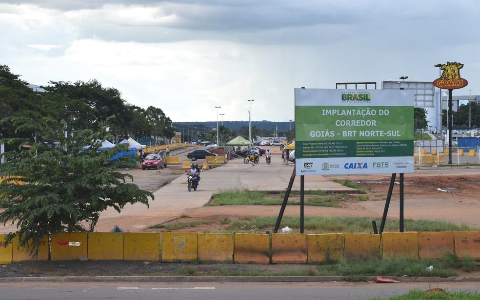 Obras são retomadas no trecho da Avenida Independência ao Terminal Recanto do Bosque, em Goiânia, Goiás (Foto: Paula Resende/ G1)