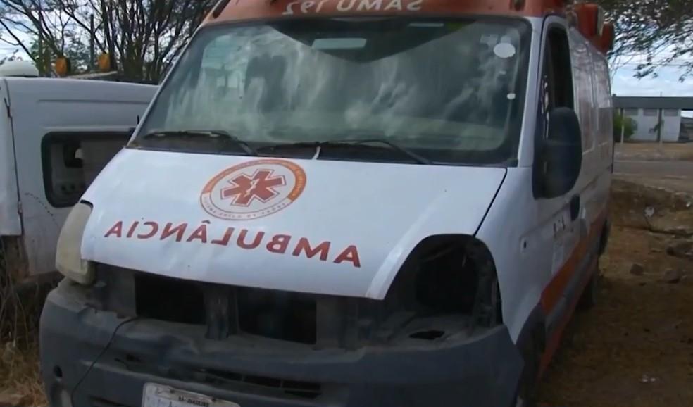 Ambulâncias estão em processo de sucateamento — Foto: Reprodução/TV São Francisco