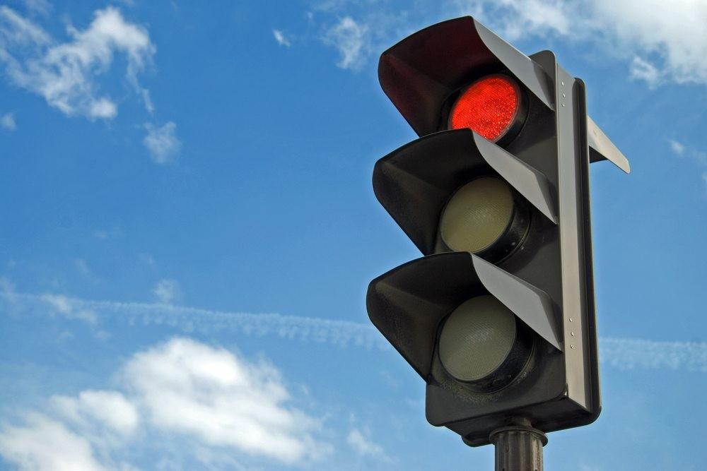 Semáforos funcionarão em modo intermitente em horários de menor movimento no Centro de Itaúna