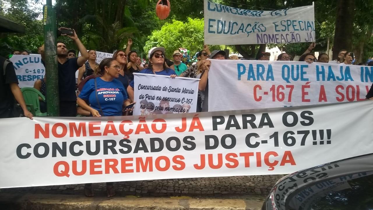 Professores aprovados em concursos fazem protesto e pedem por nomeação neste domingo em Belém - Notícias - Plantão Diário