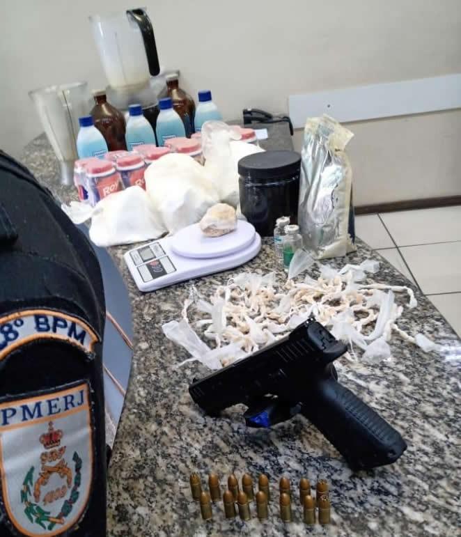 Homem é preso com arma e drogas em Barra Mansa