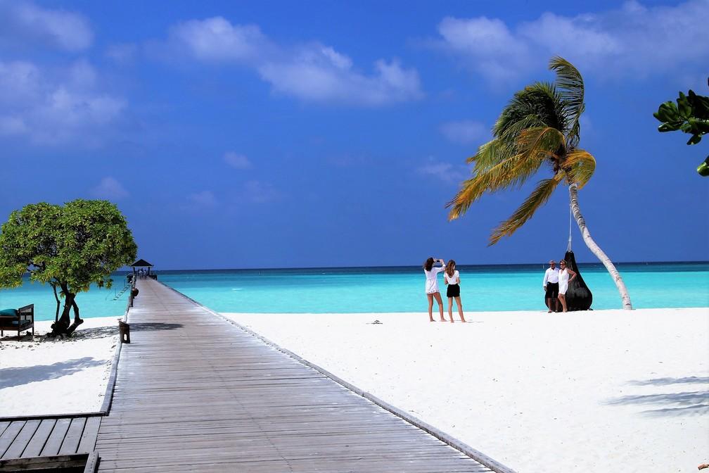 Pequenas ilhas como as Maldivas são extremamente dependentes do turismo e sofrem com o impacto das emissões de carbono (Foto: Bodensee/Schweiz/Pixabay)