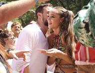 Paolla Oliveira curte bloquinho de Carnaval em São Paulo ao lado de coach