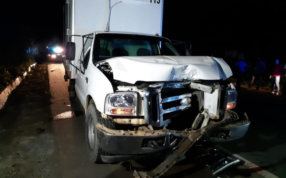 Caminhão bateu no fundo de motocicleta na BR 101, em Itabuna — Foto: Divulgação/PRF