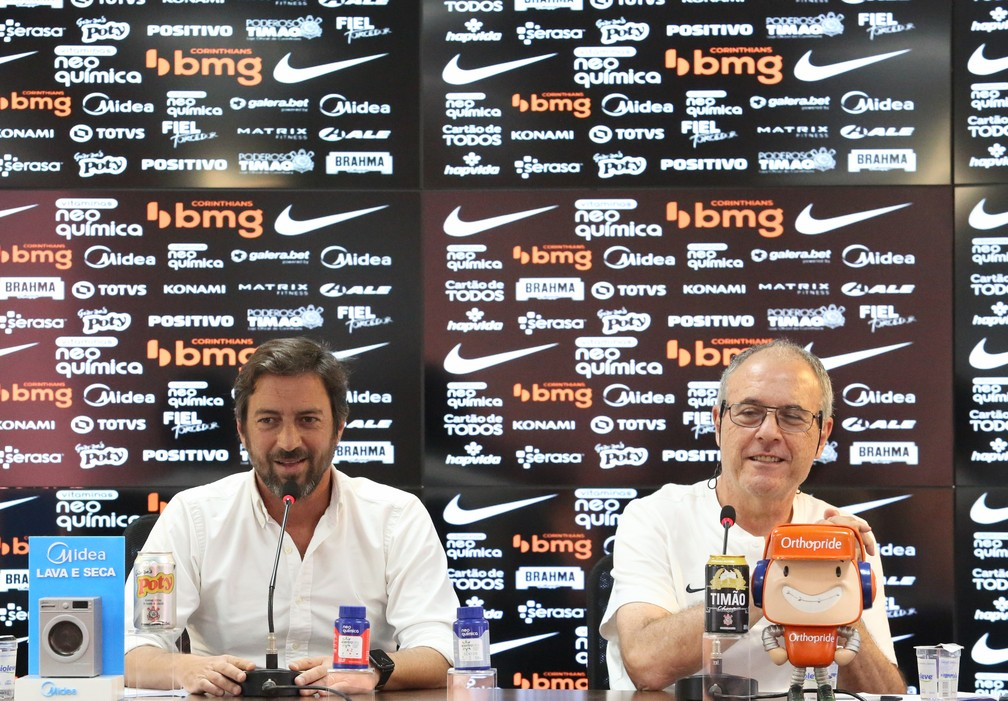 Duílio Monteiro Alves e José Colagrossi em coletiva no Corinthians — Foto: Rodrigo Coca/Ag. Corinthians
