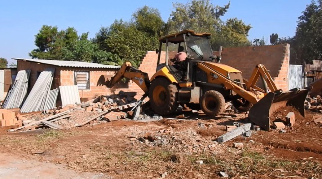 Prefeitura derruba casas de ocupação irregular em área pública de Ribeirão Preto, SP - Notícias - Plantão Diário