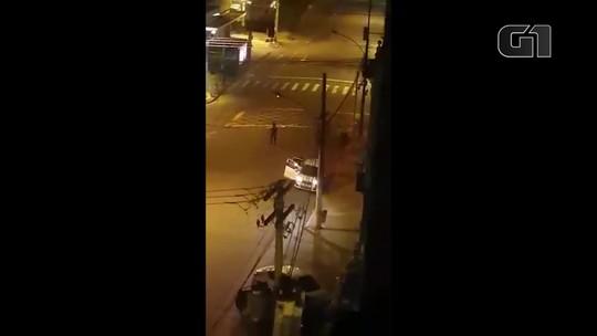 Imagens flagram ataque a agência bancária na Zona Norte do Rio