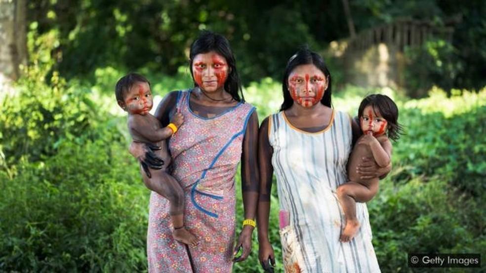 A defesa dos direitos dos povos indígenas é fundamental para a proteção de alguns habitats naturais de maior biodiversidade do mundo, como a Amazônia brasileira — Foto: Getty Images via BBC