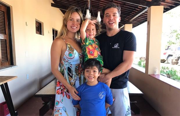 Wesley Safadão com os filhos, Yhudy e Ysis, e Thyane Dantas (Foto: Reprodução/Instagram)