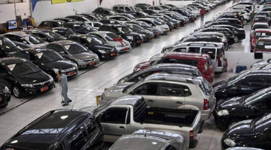 """Concessionária: começo da década teve """"boom"""" no número de concessão de crédito para compra de veículos (Foto: Agência Brasil)"""