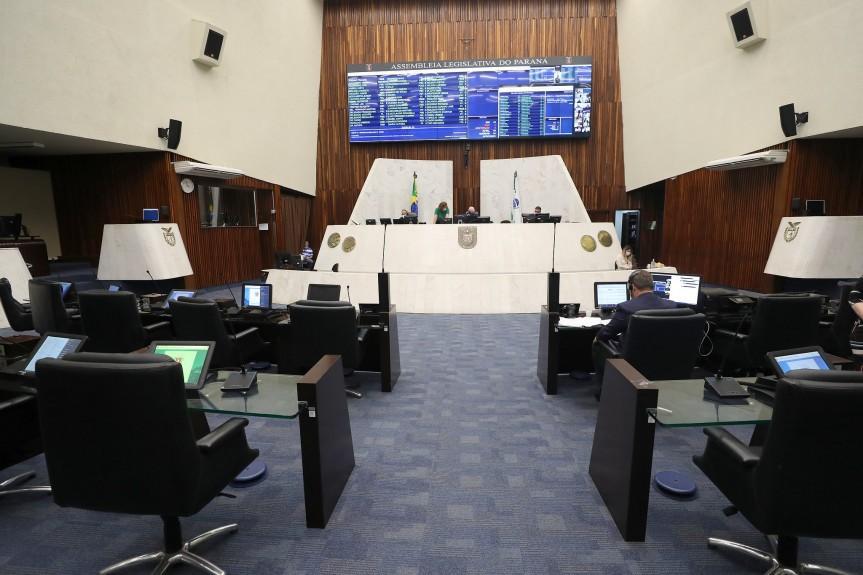 Deputados aprovam projeto que autoriza empréstimo de R$ 1 bilhão para pagar precatórios no Paraná