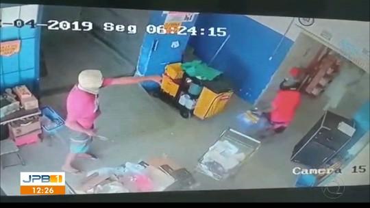 Trio rende funcionários, assalta supermercado e leva malotes, em João Pessoa; VÍDEO