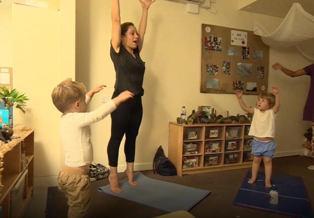 Creches de Londres oferecem aulas de ioga para acalmar crianças (Foto: BBC News)