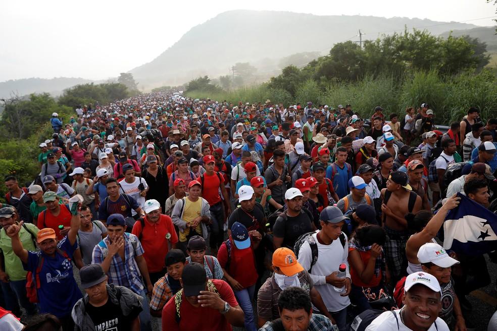 Caravana de centro-americanos marcha rumo ao Estados Unidos — Foto: Ueslei Marcelino/Reuters