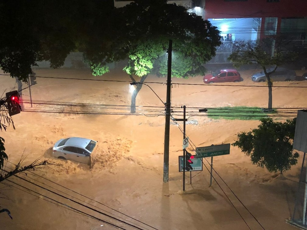 Chuva em Belo Horizonte — Foto: Danilo Girundi/TV Globo
