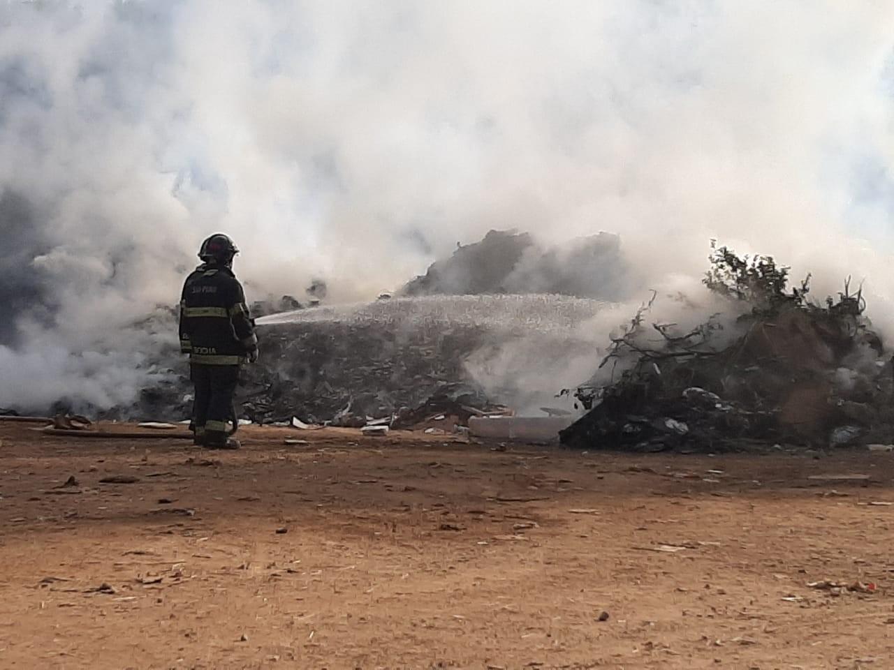 Incêndio atinge ecoponto do Água Branca em Piracicaba