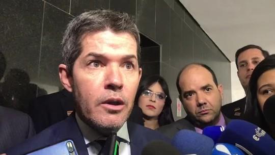 Líder do partido de Bolsonaro defende permanência de ministro do Turismo no cargo