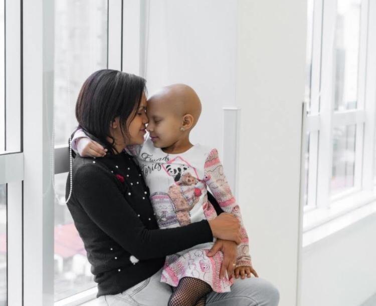 Criança vence leucemia rara pela 2ª vez e se recupera de outra doença após transplante de medula em SP