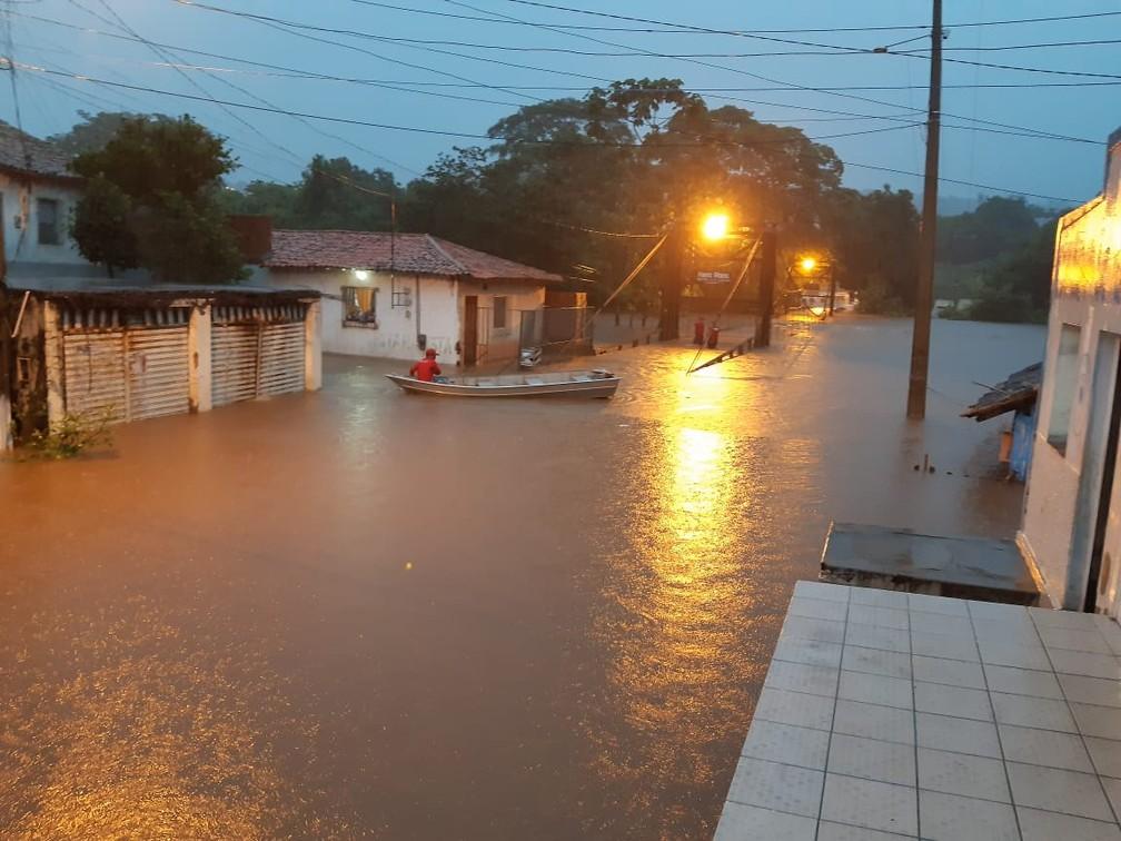 Bairros ficaram alagados após chuvas em Grajaú — Foto: Divulgação