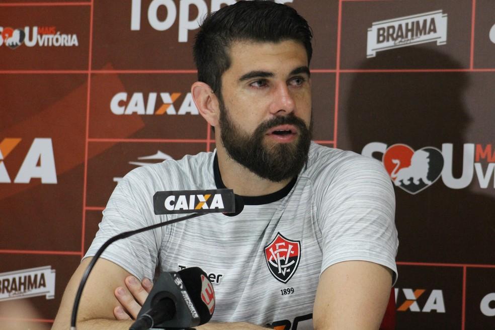 Goleiro não viajou para Minas Gerais (Foto: Maurícia da Matta/Divulgação/EC Vitória)