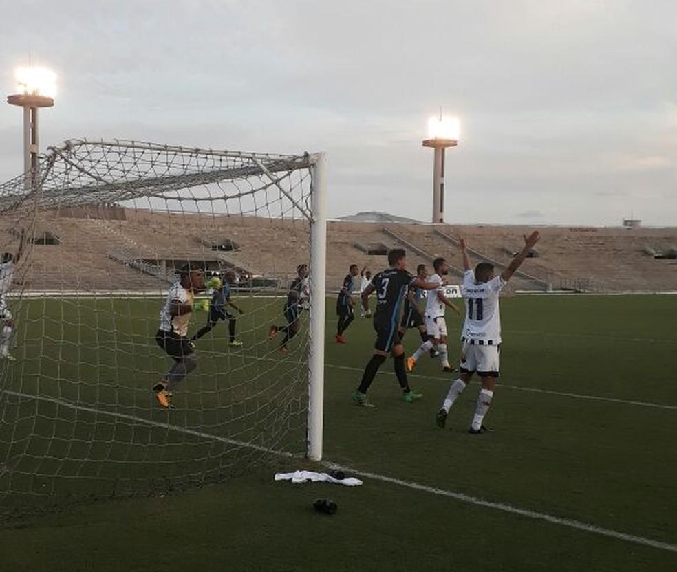 Botafogo-PB pressionou muito, mas novamente esbarrou nas falhas de finalizações (Foto: André Resende / Botafogo-PB)