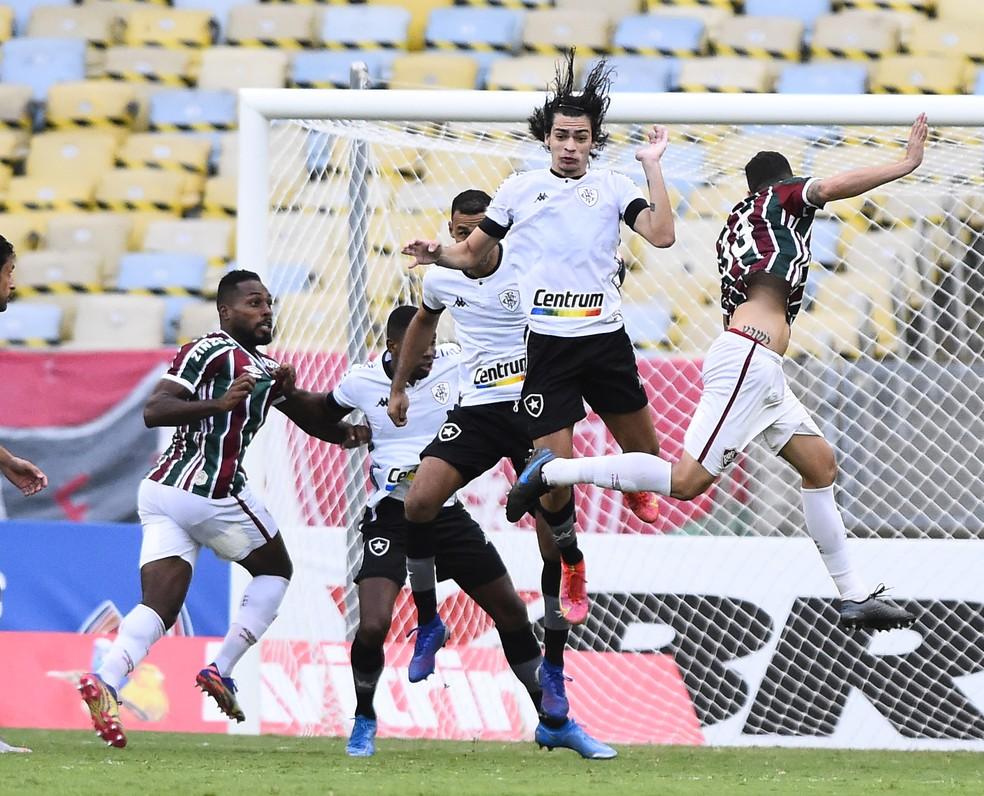 Além do ataque em baixa, defesa falhou no clássico — Foto: André Durão