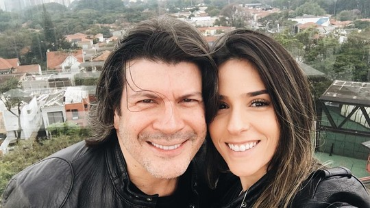 Paulo Ricardo lança música para namorada e apresenta sua musa inspiradora