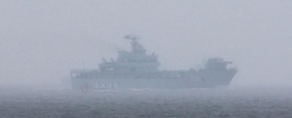 Navio da Marinha Chinesa equipado com canhão de raios eletrogmagnéticos (Foto: Reprodução/Twitter)