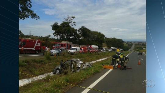 Acidente deixa mulher morta e quatro parentes dela feridos na GO-080 em Petrolina de Goiás
