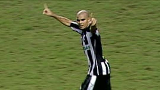 Decisivo contra o Inter em 2009, Wellington espera Botafogo mais leve após fuga do rebaixamento