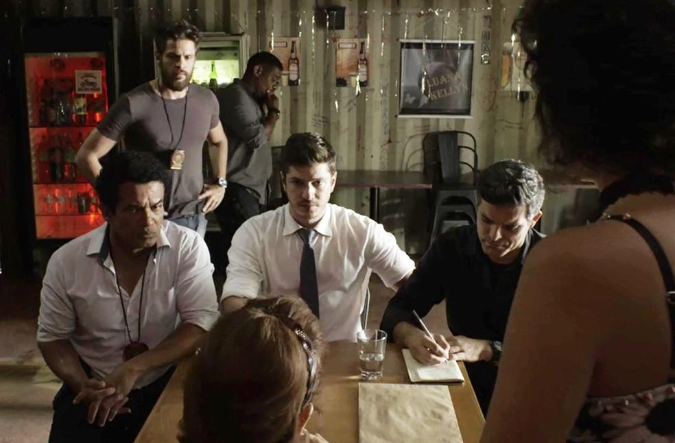 Bruno descobre briga de Leandra e Rato (Foto: TV Globo)