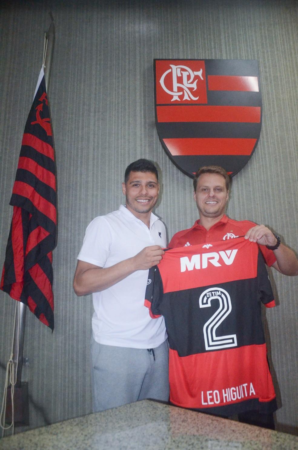 2dd12745fd9ff ... Léo Higuita foi homenageado pelo Flamengo nesta sexta-feira — Foto  Léo  Borges